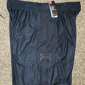 UNDER ARMOUR LOOSE FIT SHORTS